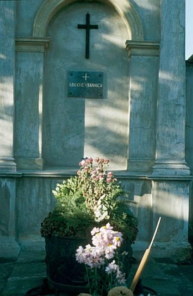 Jeho ještě udržovaný hrob na snímku z roku 1986...