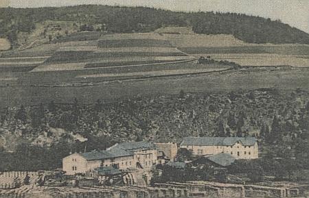 Schellova továrna ve Staré Dlouhé Vsi a inzerát firmy