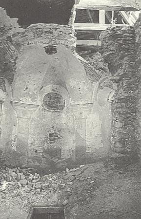 Takto vyhlížela hřbitovní kaple Svatého kříže v Hůrce ještě v roce 1997