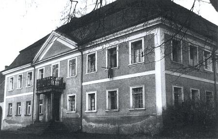Ludwigsthalský zámeček byl ještě v roce 1962 obýván rodinami šumavských vyhnanců
