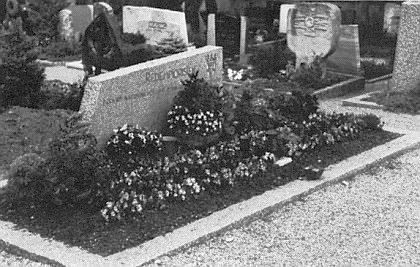 Hrob v Schönenbergu se znakem redemptoristů