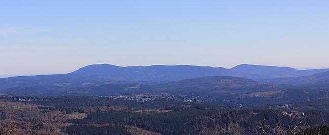 Pohled z hory Luzný na masív Bobíku a Boubína