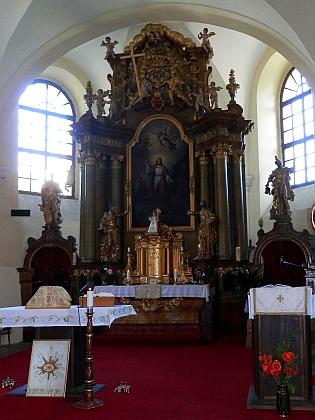 Hlavní oltář hornoplánského kostela