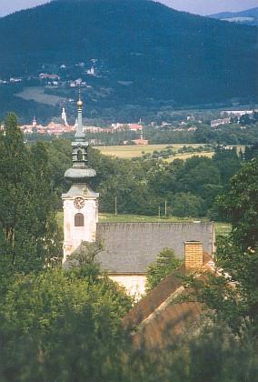 I dnes něco jako ráj: pohled od Omlenice přes Kaplici k Blansku