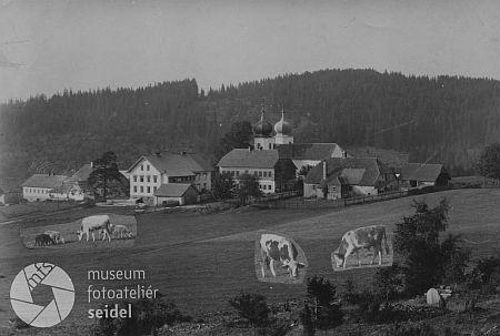 Ve Fotobance Museum Fotoateliér Seidel je možné dohledat i zachycení procesu úpravy původního snímku