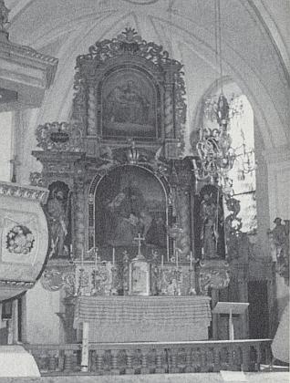 Hlavní oltář kostela sv. Anny v Javorné