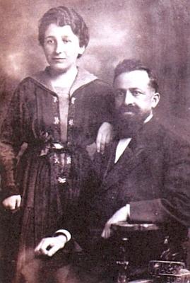 Se ženou Rosalií, roz. Schifferovou, krátce po jejich svatbě vroce 1919