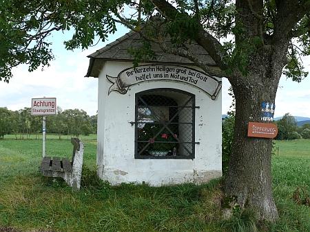 ... a kaple přímo na hranici