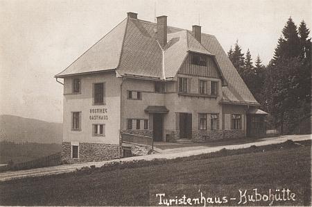 """Někdejší hotel Pawlitschko v Kubově Huti na """"meziválečné"""" pohlednici"""