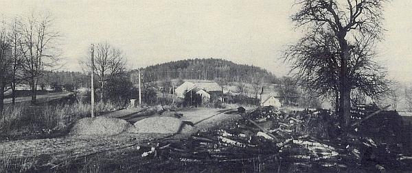Tak vyhlížel střed obce Svatá Kateřina v roce 1990 - v popředí stávala ještě několik let předtím místní škola