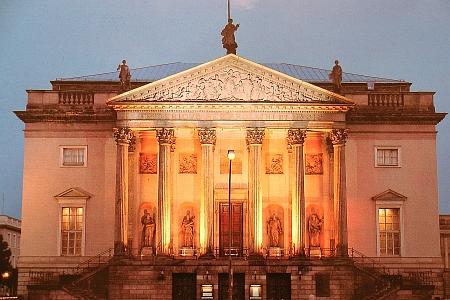 Berlínská Staatsoper na třídě Unter den Linden