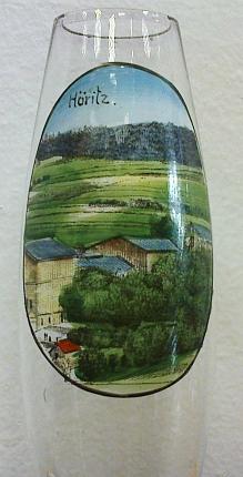 Dějiště pašijových her na pamětní skleničce z koce 19. století