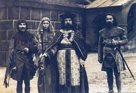 K 600. výročí města Krumlov se roku 1909 konaly v říjnu slavnosti, při nichž v roli Jindřicha I. z Rožmberka vystoupil právě Ammann, profesor zdejšího německého gymnázia