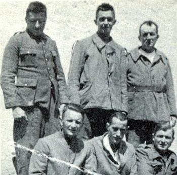 Tento snímek pěti francouzských zajatců z válečné Šenavy poslala do krajanského měsíčníku s dotazem, zda někdo zná jejich jména
