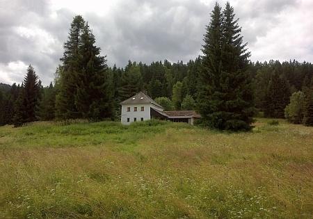 Poslední dva stojící domy ve Smolné Peci (viz i Rudolf Müller)