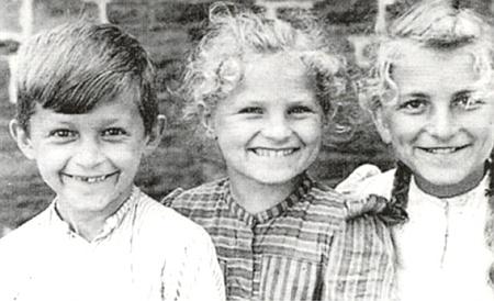Děti Anderlovy: zleva Karl (*1942), Berta (*1941) a Mathilde (*1938)