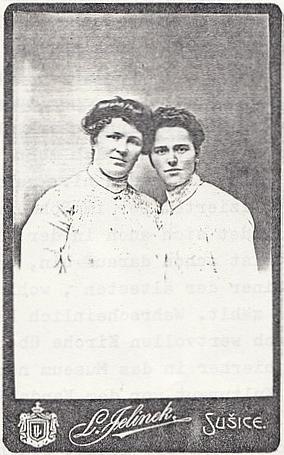 Dvě jeho sestry, vpravo Anna