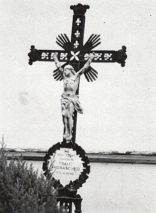 Jeho hrob na hřbitově v Mouřenci
