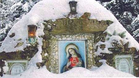 """Mariánský obraz s veršováním vedle v zasněženém lese zvaném """"Spitzwald"""""""