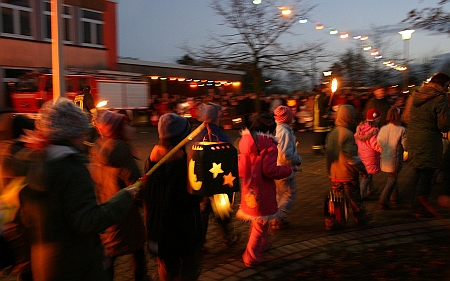 Průvody dětí i dospělých s lampiony či s lucernami (tzv. Martinszug) jsou stále živou evropskou tradicí při svátku sv. Martina