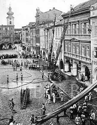 Hasičské cvičení na náměstí v polovině 19. století (ke kapitole Požární ochrana)