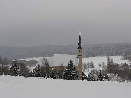 Farní kostel svatého Filipa a Jakuba vPřední Výtoni, kde snad píseň kdysi vznikla...