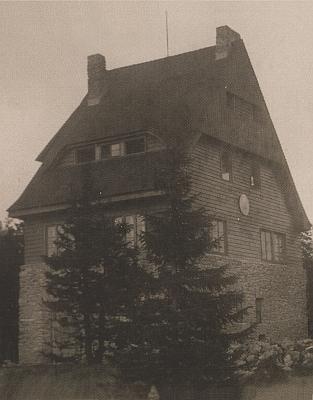 Tzv. Juránkova chata na jinak bavorské hoře Svaroh patřila Skiklubu v Plzni, byla postavena na místě srubu, který vyhořel v roce 1931, po roce 1948 zpustla a zanikla