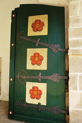V roce 2015 byly do brány zavěšeny rekonstruované původní dveře