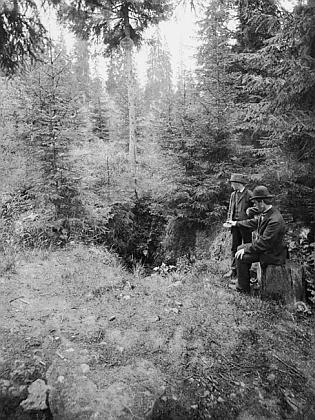 Pramen Vltavy na snímku Františka Krátkého, pořízeném někdy kolem toku 1882 - jde patrně o nejstarší fotografické zobrazení místa