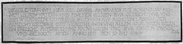 Kartonový pás s přepisem nápisu na epitafu