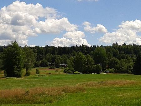 Dnešní (2016) pohled na Nové Údolí z bavorské strany hranice