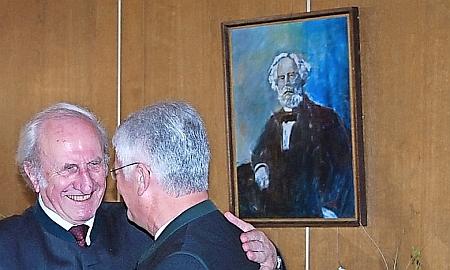 Při udělení Waldschmidtovy ceny roku 2013 pod portrétem toho, po kterém je pojmenována