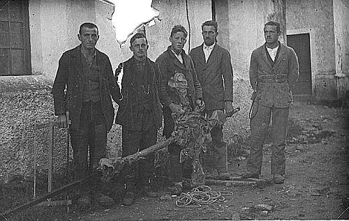 Jím podepsaná zpráva o renovaci kostela ve Světlíku a záběry z usazování kříže na věži