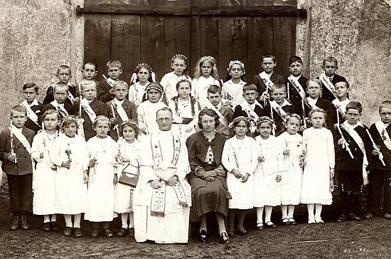 Při svatém přijímání hořických dětí
