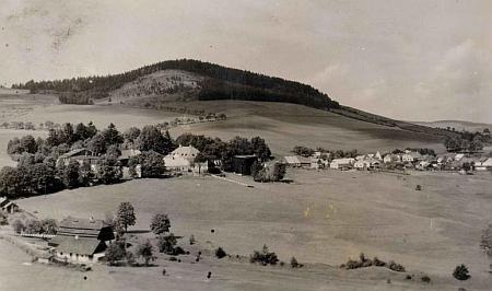 Kundratice na pohlednici českokrumlovského fotografa Josefa Wolfa