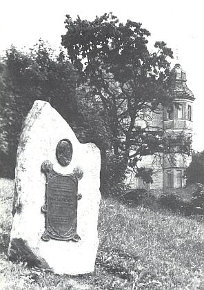 Umístění a detail pamětního kamene v Lambachu