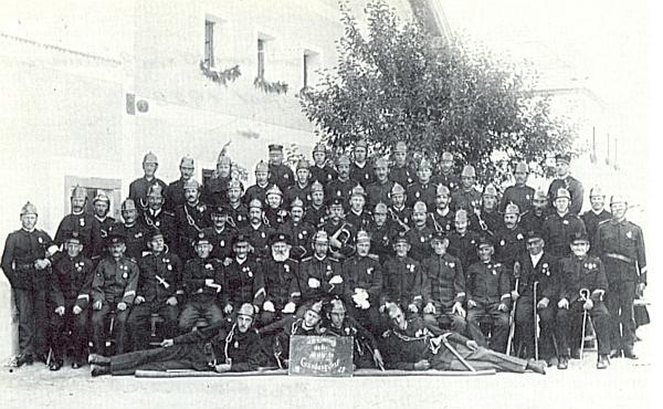 Hasiči z Chlumu v roce 1928 takto slavili 40 let existence zdejší jednoty 14 let poté, co tu Ludwig Baier ještě před vypuknutím první světové války zemřel