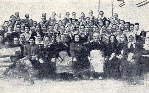 Shromádění chlumských matek několik let před vysídlením německého obyvatelstva