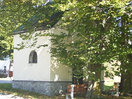 Návesní mariánská kaple v Chlumu, renovovaná v roce 1992
