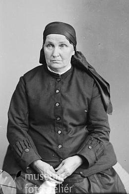 Babička Ebenhöchová na snímku ze Seidelova fotoateliéru