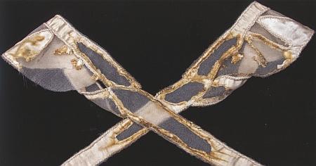 Plesová róba Pauliny ze Schwarzenbergu i s detailem ohořelé části