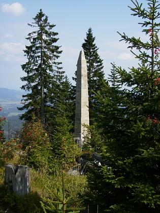 Stifterův pomník nad Plešným jezerem