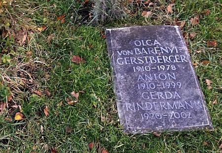 Hrob v Mnichově svědčí i o tom, že manžel Anton Gerstberger ji přežil o 21 let, byl ovšem o 5 let mladší, což z náhrobku nevyčteme...
