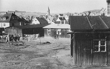 Baráky vyhnaneckého lágru ve Wasseralfingen, kde po válce a odsunu začínal