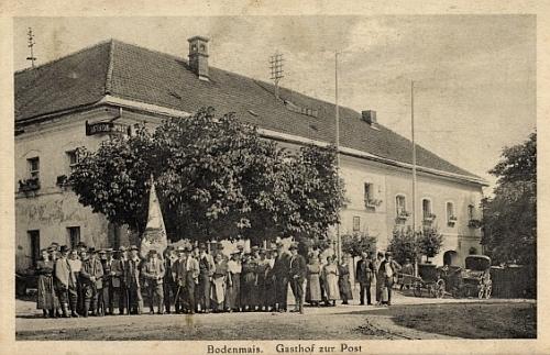 Hostinec U Pošty v Bodenmais, ve kterém při své cestě nocovala, na staré pohlednici