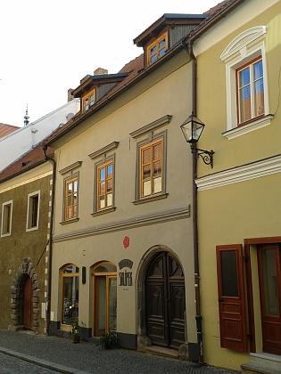 Narodil se v Křištanově (dříve Kostelní) ulici     vPrachaticích v čp. 64...
