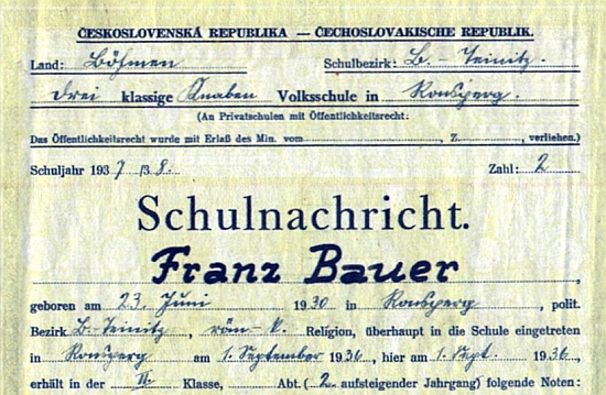 Pan řídící Josef Holl a záhlaví Bauerova vysvědčení z druhé třídy ronšperské trojtřídky