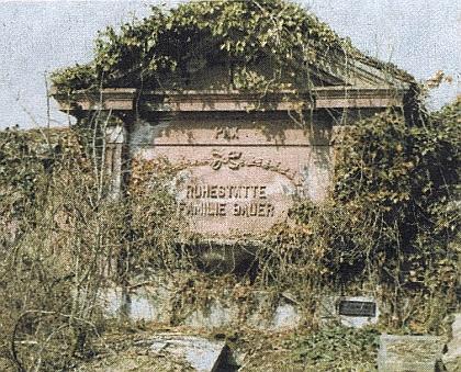 Hrobka rodiny Bauerovy na poběžovickém hřbitově