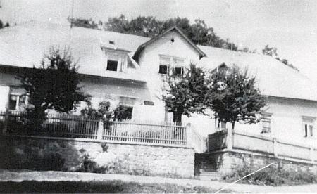 Někdejší budova obecního úřadu v Českých Žlebech