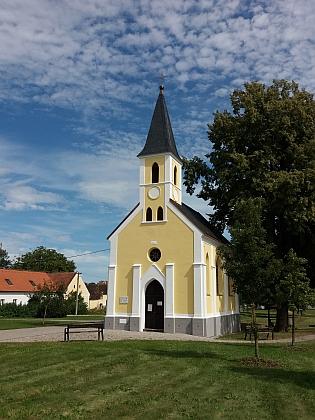 Návesní kaple v rodné Plané u Českých Budějovic - na obnovené pamětní desce nacházíme i jméno Johanna Tomo, pravděpodobně matčinašvagra?